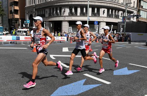 MGC ピンクシューズ ヴェイパーフライネクスト% ナイキの靴を履いた選手たちの画像